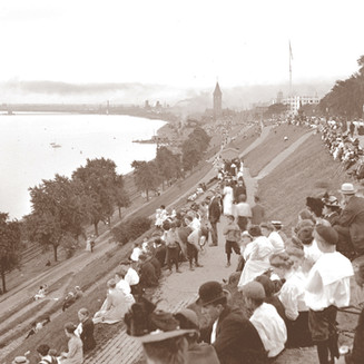 Spectators at Juneau Park