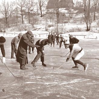 Hockey on the Milwaukee River