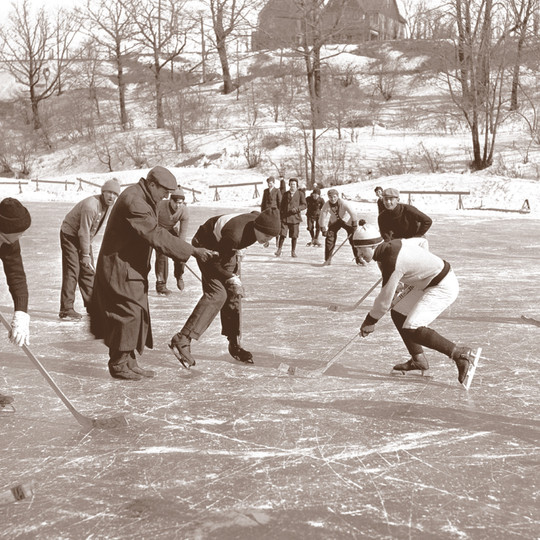 Hockey on the Milwaukee River