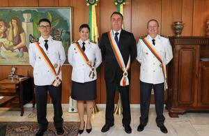Bolsonaro recebe da PMDF a Medalha Tiradentes