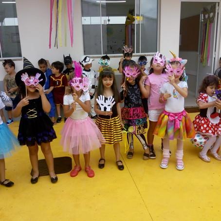 Infantil brinca com o Carnaval