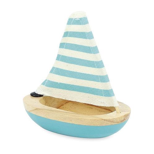 Petit voilier de bain