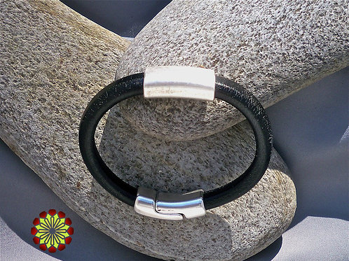 Mens Leather Bracelet with Strong Magnetic Clasp.