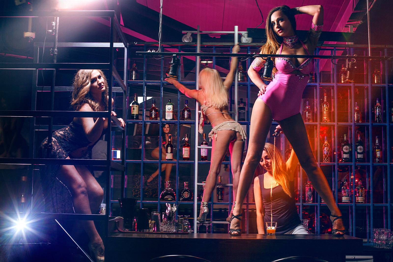 striptizershi-v-klube-devok-s-minetom