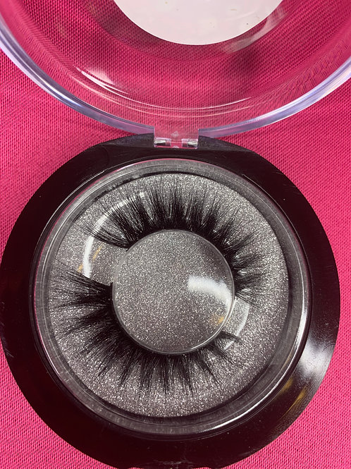 Bossy Lashes (3D)