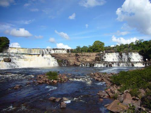 Orinduik Falls.jpg