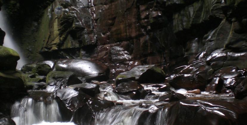 inside kavac cave.JPG