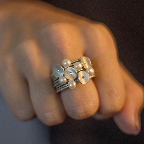 Anel mini Pétalas com diamante - avulso