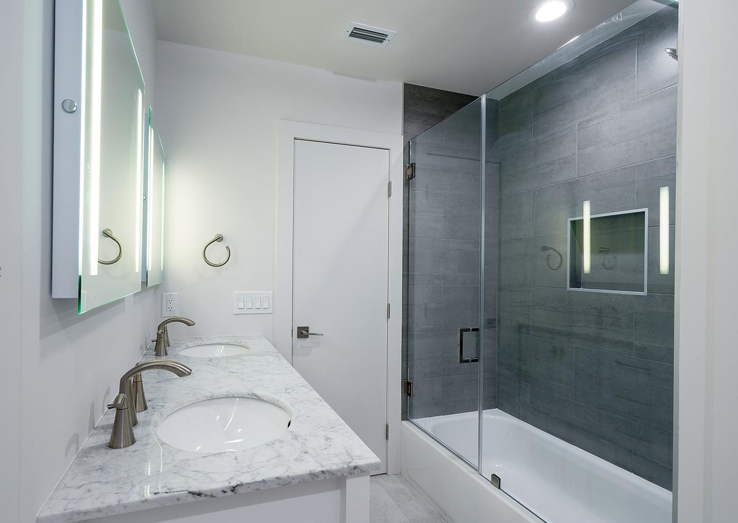 Modern-Design Guest Bathroom Remode