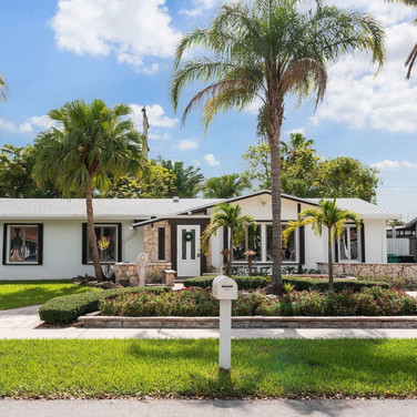 Contemporary Exterior Paint Remodel Highlighted by Exquisite Landscaping