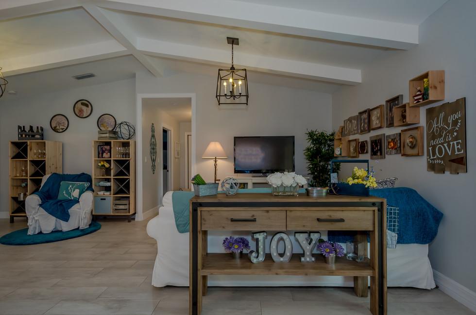 Breathtaking Southwestern Interior Design Featuring Wood Plank Tiles, Elegant Lighting & Decorative Wood Trusses 4
