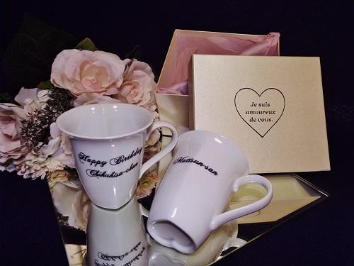 ホワイトハートペアマグカップ(名入れ彫刻)化粧箱付
