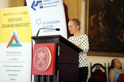 Galę prowadzi inicjatorka i koordynatorka konkursów - Bogna Adamczyk.