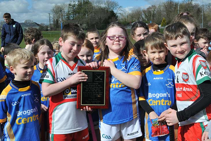 Gaeil Colmcille presented a plaque to mark the historic occassion