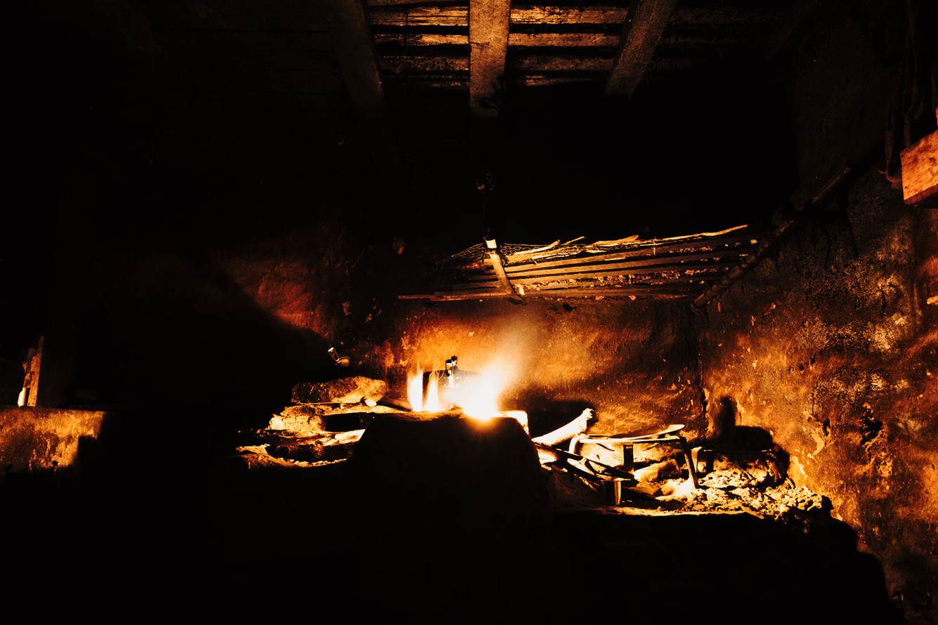 Kitchen close to Jarlang. The time needed to get wood fire is the main adversary of school attendance.