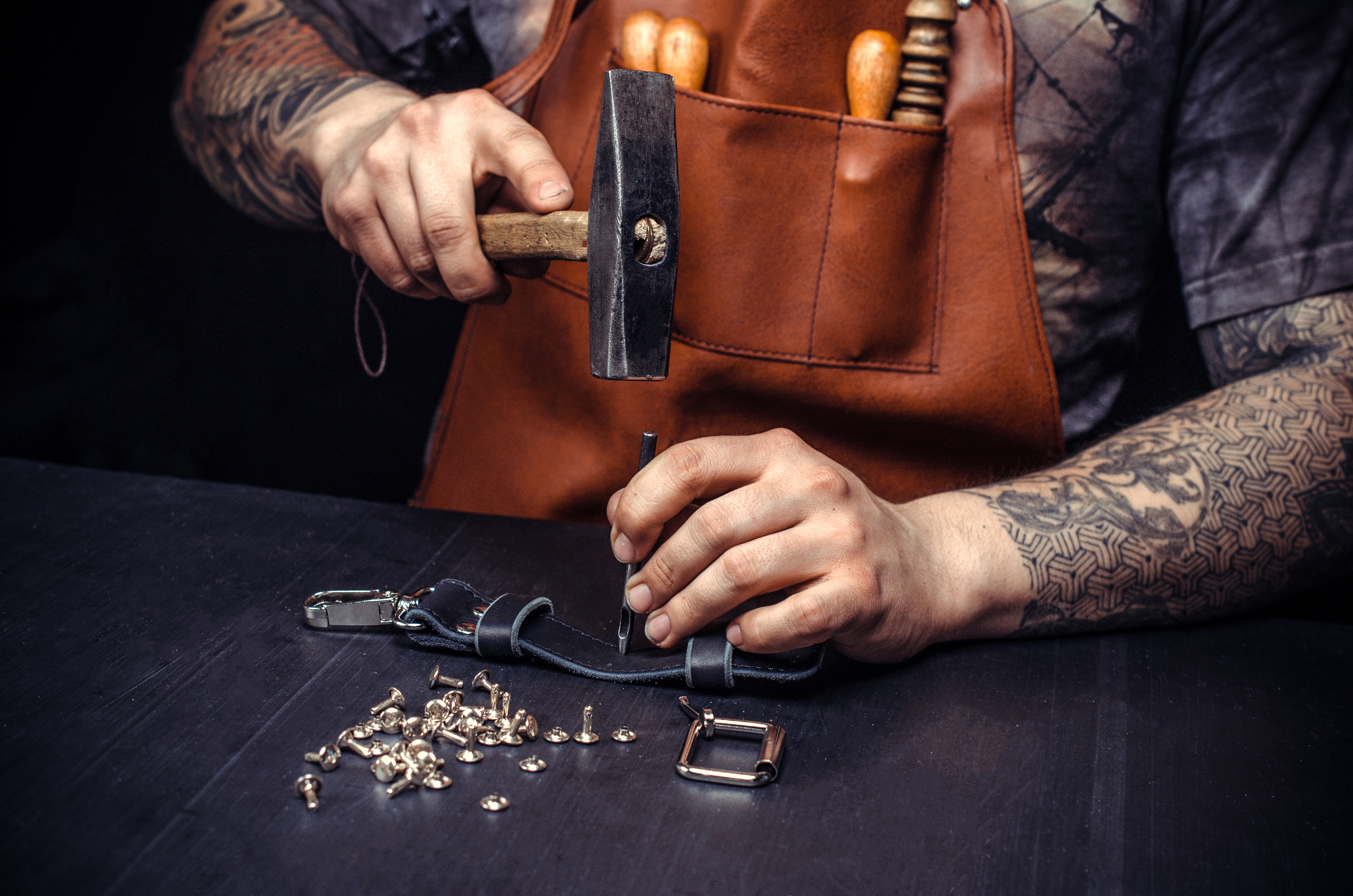 Artisan of leather produces leather good