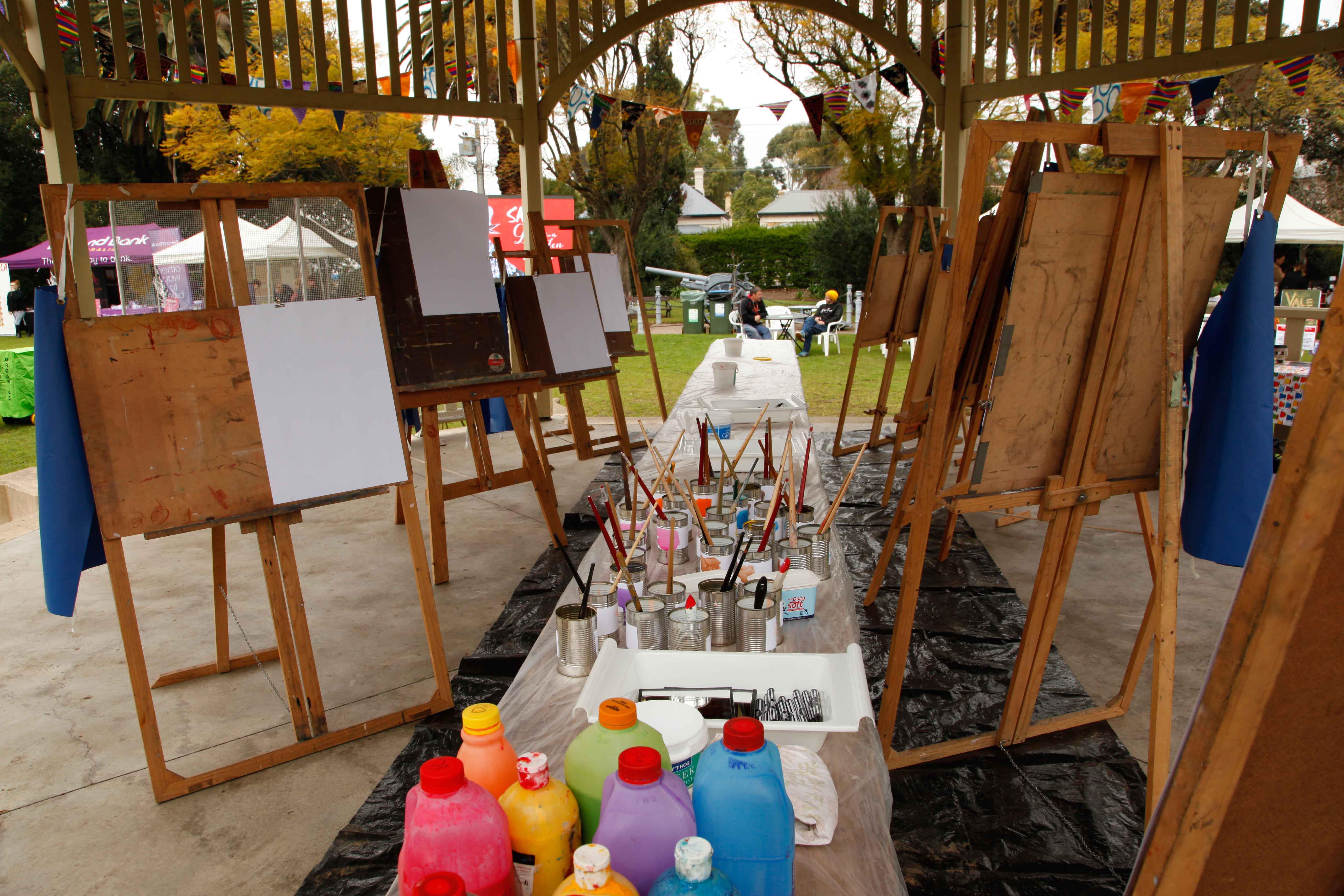 Easels set up in Rotunda