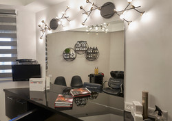 Mirror in Barbershop Design, מראה בעיצוב מספרה