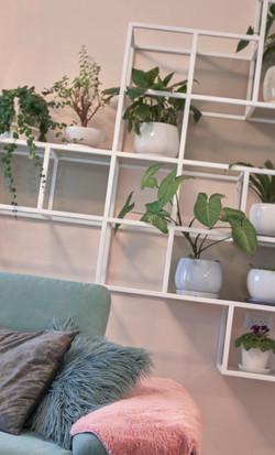 Decorative Shelves, מדפים דקורטיביים בסלון