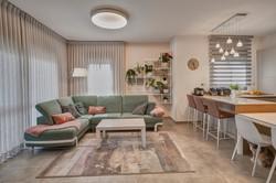 Separation between Living Room and Kitchen, הפרדה בין סלון למטבח