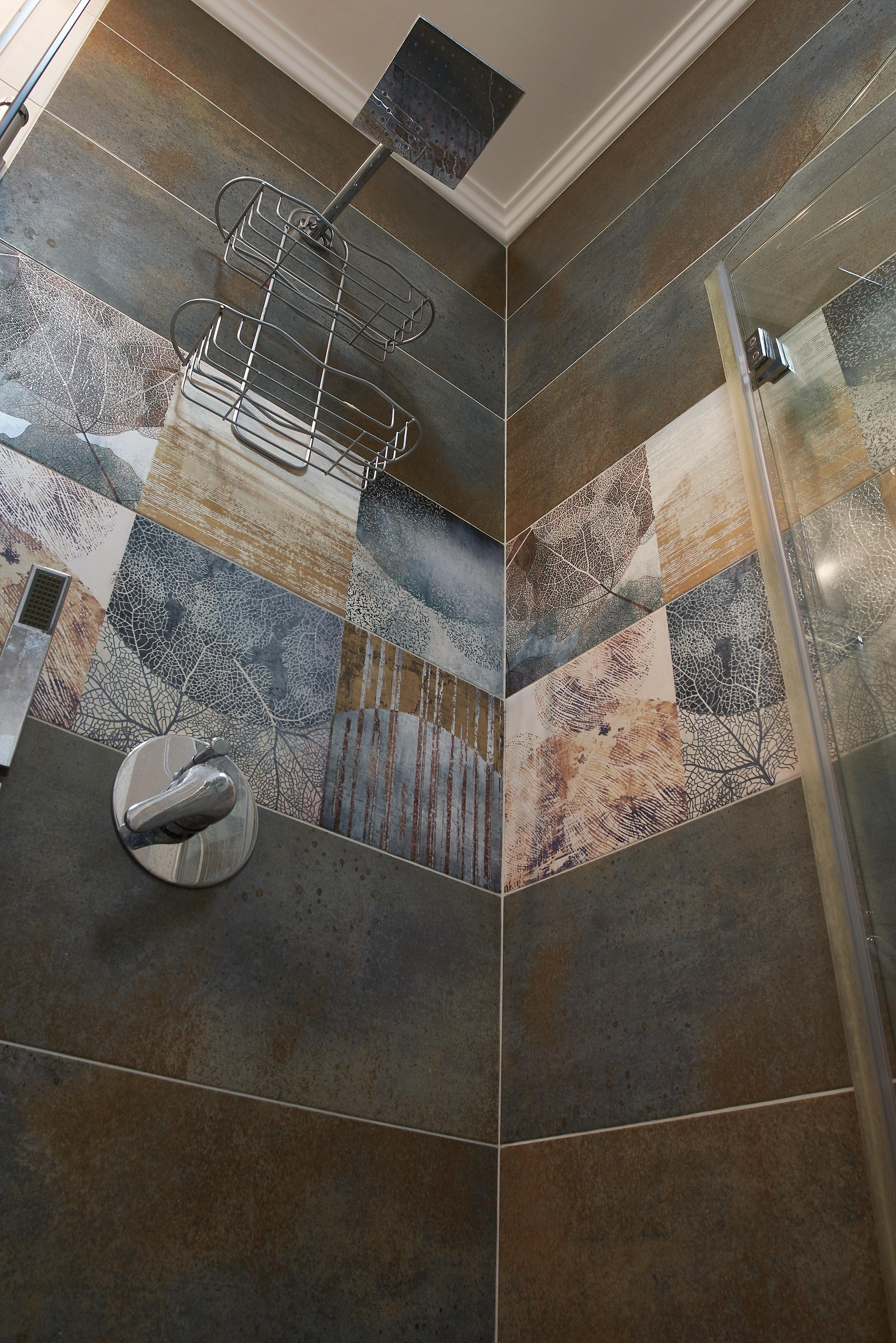 Bathroom wall ceramic decor