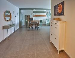 Gray tile floor, ריצוף אפור