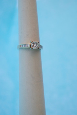 Popular Princess Cut Engagement Ring 1.CT Center 14KT Y_G