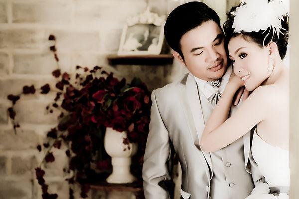 Asian wedding couple show love concept.j