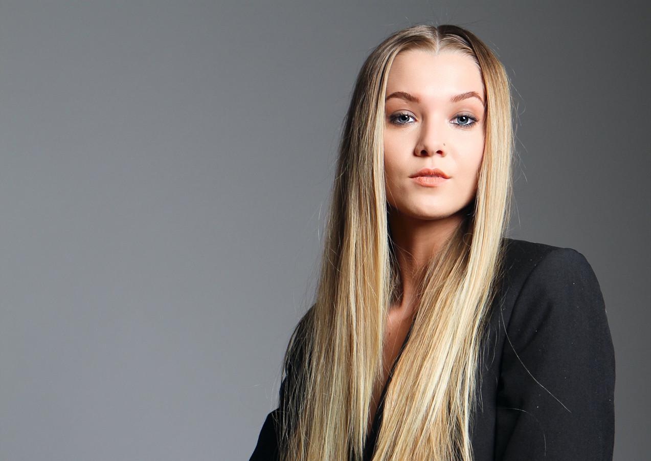 Model Desiree Miin