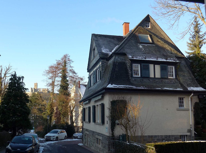 Zahnarztpraxis Dr. Antje Sebald mit Burgblick in Königstein im Taunus.jpg
