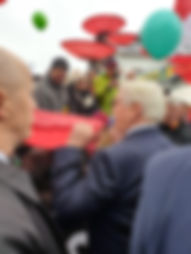 Frank-Walter Steinmeier mit Mahnblume. F
