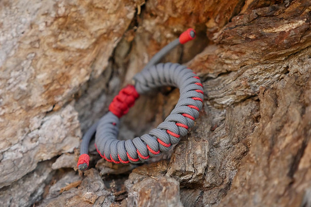 Stitched Snake Knot