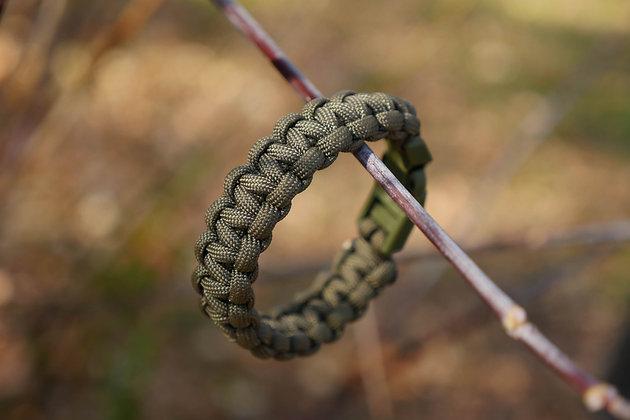 Buckle Cobra Knot