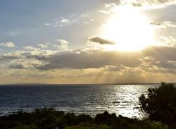 ソル・エ・マールから眺める朝日イメージ