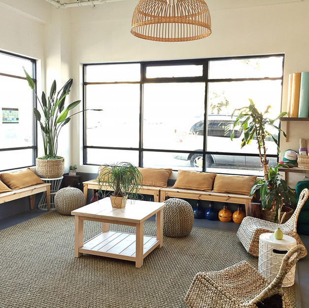 The yogabeach lounge is a oasis forrelaxation, enjoying a cup of tea and connecting with theOcean Beach community