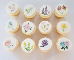Cupcakes + painting = 😍 _Lemon Buttermi