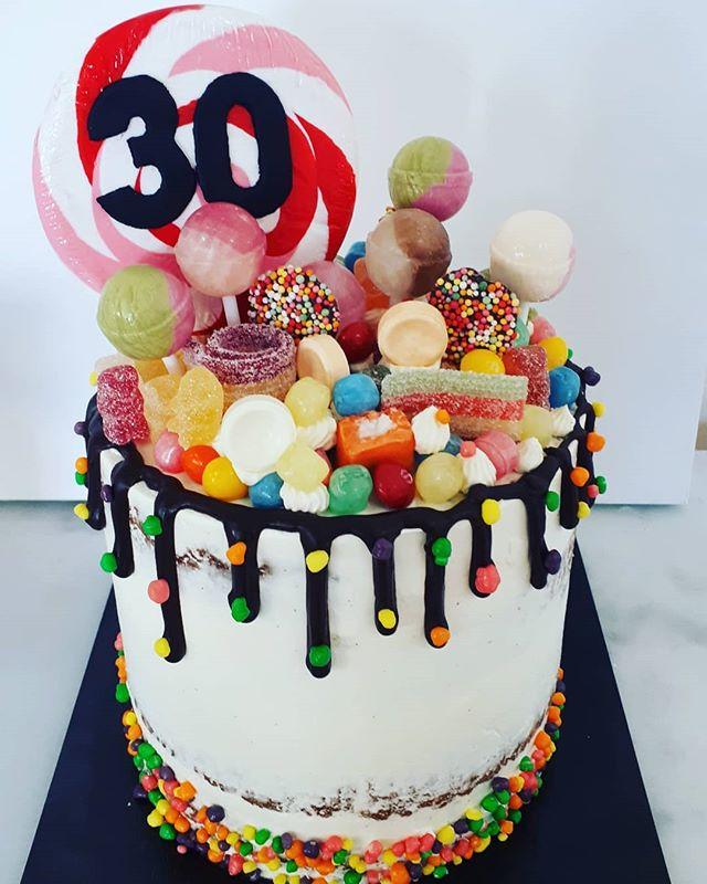 Vanilla and raspberry cake with raspberr