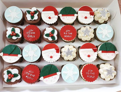 Tis the season of a lot of Christmas cupcakes! Here are some more! Flourless chocolate and almond an