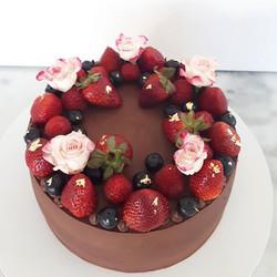Can't beat dark chocolate and berries! P