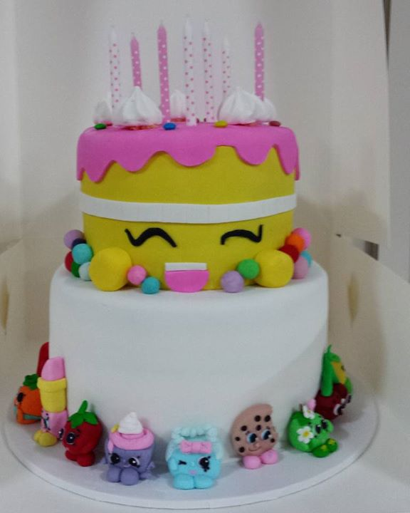 Strawberry and vanilla shopkins cake