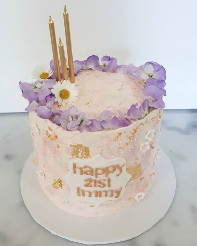 Pastel buttercream textures for this 21s