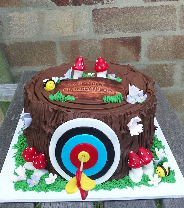 Bullseye! Chocolate archery cake for Amelia's 9th birthday. #bullseye #archery #archerycake #birthda