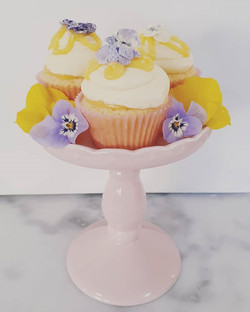Mini lemon curd cupcakes with crystalise