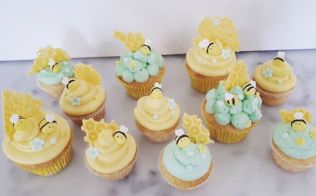 BEE CUPCAKES! #vanillacupcakes #bees #be