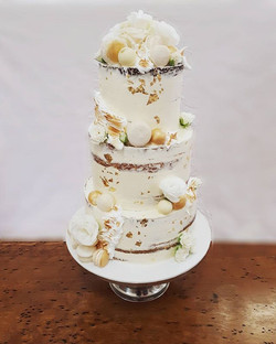 Kicking off 2018 with a bang! Cream and gold tones for this semi naked wedding cake with torched mer