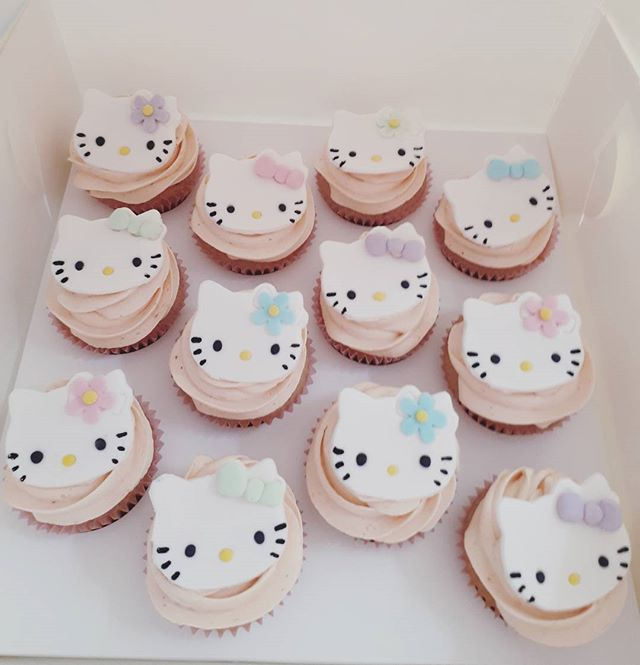 And matching strawberry cupcakes #hellokittycupcakes