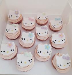 And matching strawberry cupcakes #hellokittycupcakes