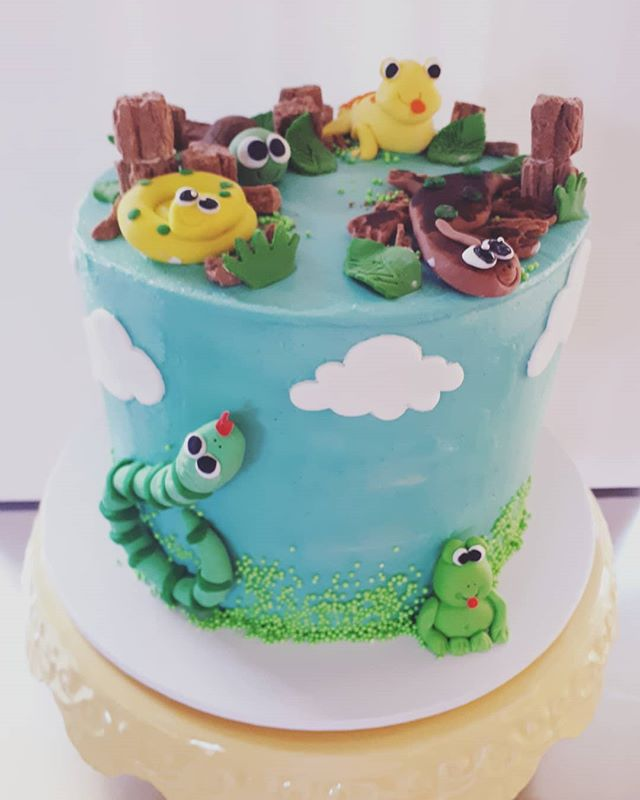 Reptile Party vanilla cake
