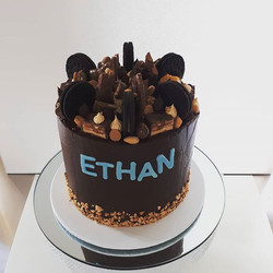 Chocolate and peanut butter cake #chocolateganache #peanutbutter #chocolateandpeanutbuttercake #load
