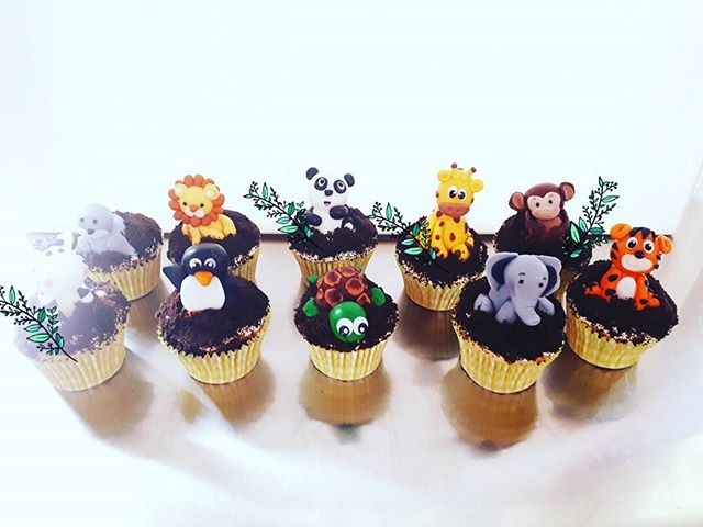 Zoo Animal cookies and cream cupcakes #zoocupcakes #cakesbyheidi #animalcupcakes #cookiesandcream #c